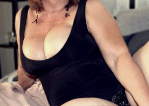 Lynsia escorts service in Mesquite, sex guide