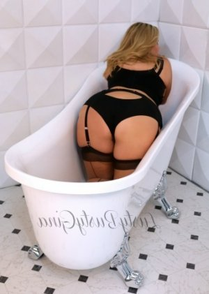 Anne-sarah outcall escorts in Leominster MA and free sex